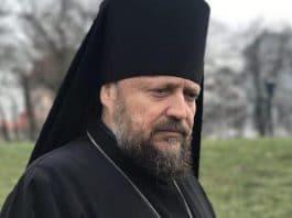 Dès son arrivée à Kiev, l'évêque Gédéon, de l'Église orthodoxe d'Ukraine, est refoulé aux États-Unis après avoir témoigné sur la situation de son Église  devant le Congrès américain