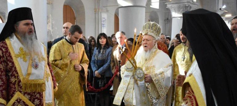 Le patriarche Bartholomée a célébré la liturgie en l'église Saint-Charalampe à Çeşme (Turquie)
