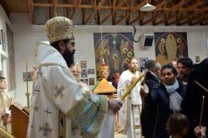 Mgr Joseph, métropolite du diocèse orthodoxe roumain d'Europe occidentale et méridionale a consacré une église à Trappes