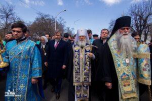 Des milliers de fidèles en procession à Izmaïl (Ukraine)