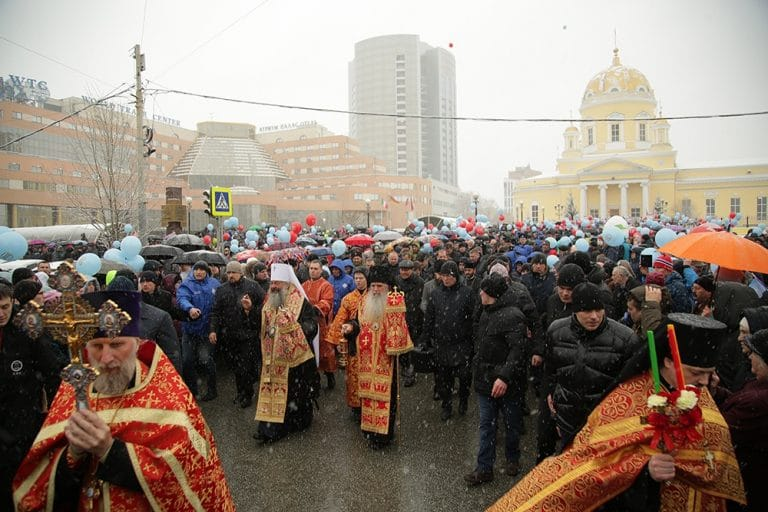 More than 20,000 people took part in the Pascha procession in Yekaterinburg