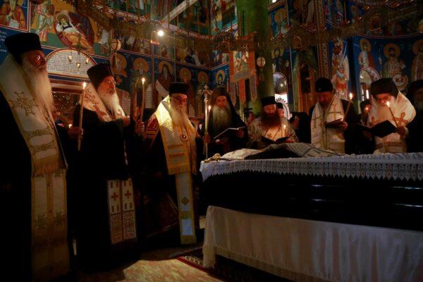 Les funérailles de l'archimandrite Aimilianos de Simonos Petras