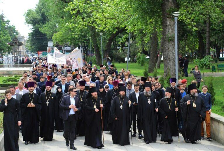 La marche pour la vie, menée par les évêques de l'Église orthodoxe de Moldavie, a eu lieu à Chișinău