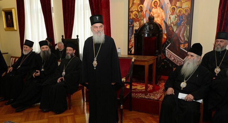 L'Église orthodoxe serbe décide de renouveler le dialogue avec l'Église orthodoxe de Macédoine, tandis que le Saint-Synode du Patriarcat de Constantinople examine « l'appel » qui lui a été adressé par celle-ci