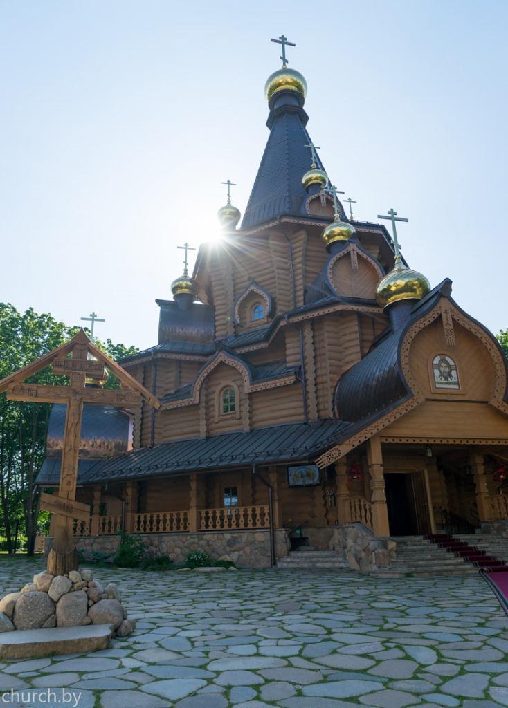 Une église dédiée à saint Jean de Changhaï a été consacrée au monastère Sainte-Élisabeth de Minsk par le métropolite Paul de Minsk et l'archevêque Michel (Donskoff)