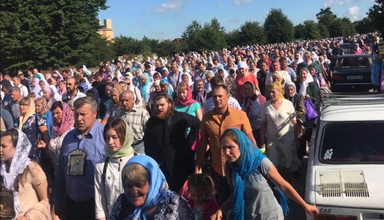 Two huge processions in Ukraine
