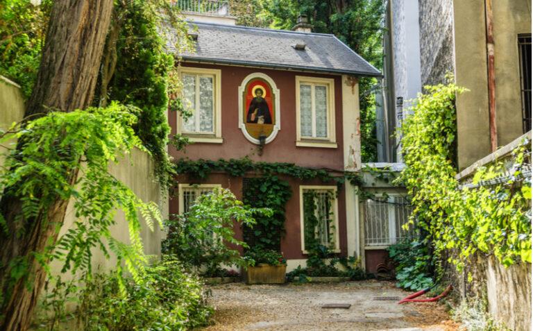 «Le lieu bien gardé : la colline Saint-Serge»