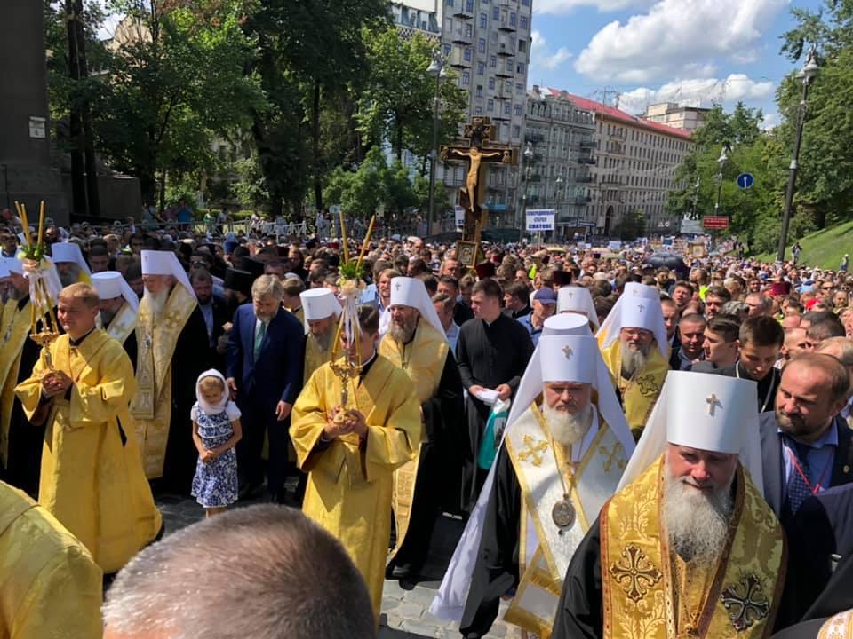300'000 fidèles ont participé à la procession de l'anniversaire du baptême de la Rus' organisée par l'Église orthodoxe d'Ukraine avec à sa tête le métropolite de Kiev Onuphre