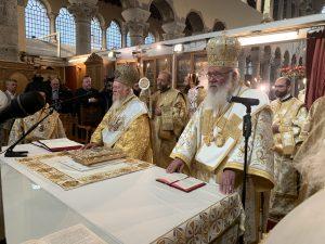 Le métropolite Épiphane commémoré pendant la divine liturgie célébrée à Thessalonique