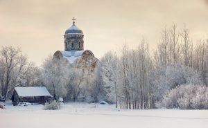 Russie : dans la région de Novgorod, une église du XIIIe siècle rouverte après deux années de travaux de restauration