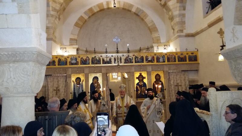 Mgr Emmanuel a consacré l'église du monastère de Solan