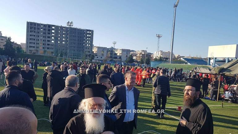 L'archevêque de Tirana Anastase s'est rendu auprès des sinistrés à Durrës