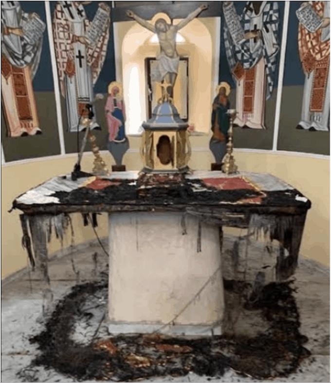 Des inconnus ont profané et vandalisé des églises dans le village de Chalkios, sur l'île de Chios