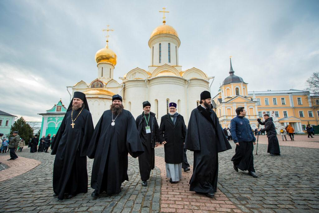 Visite de la délégation de l'Archevêché au monastère Donskoï, à la laure de la Trinité-Saint-Serge et à la Maison diocésaine où s'est tenu le concile de Moscou de 1917-1918