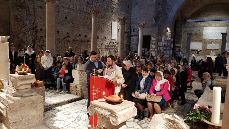 Plus de 200 orthodoxes roumains ont participé, le 1er novembre, à la divine liturgie dans les catacombes de Domitilla à Rome