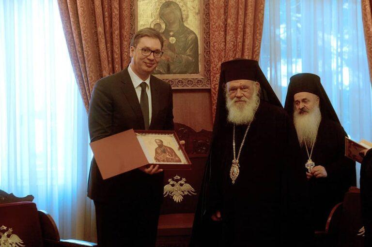 En visite officielle à Athènes, le président serbe Vučić a rencontré l'archevêque Jérôme