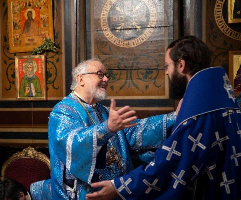 Paris : le métropolite Jean de Doubna et le métropolite Antoine de Chersonèse et d'Europe occidentale ont concélébré la divine liturgie à la cathédrale Saint-Alexandre Nevsky