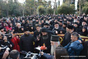 Les évêques et le clergé du Monténégro ont protesté devant le parlement à Podgorica