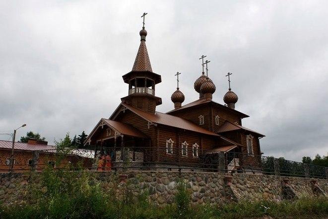 «Repas chauds, réhabilitation, test du VIH : l'action d'une fondation orthodoxe russe»