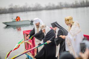 Le jour de la Théophanie, le métropolite de Kiev Onuphre a béni les eaux du Dniepr
