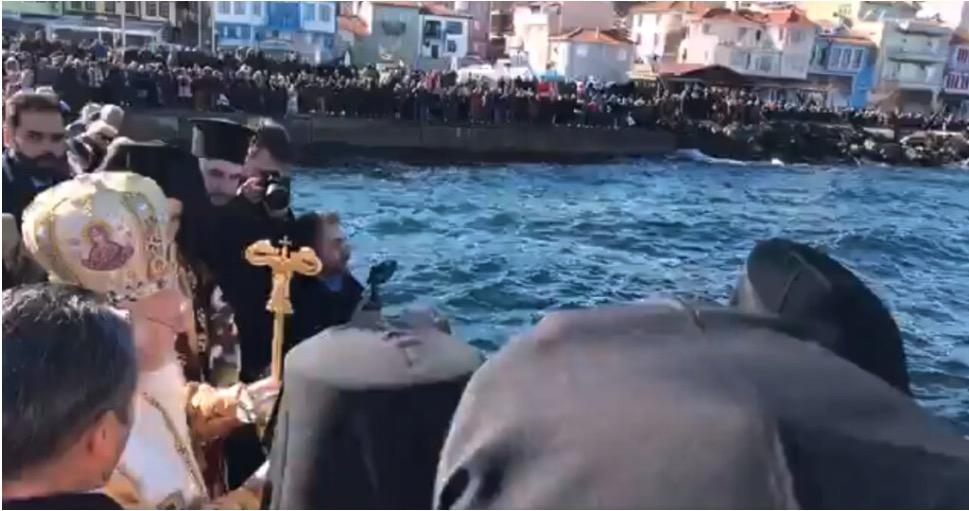 Le patriarche Bartholomée a célébré la bénédiction des eaux de la Théophanie à Triglia, selon l'ancien calendrier, pour les orthodoxes slavophones de la région