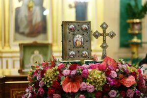 Le Patriarcat de Moscou introduit dans son ménologe plusieurs saints martyrs et confesseurs de Russie ayant déjà été canonisés par l'Église russe hors-frontières