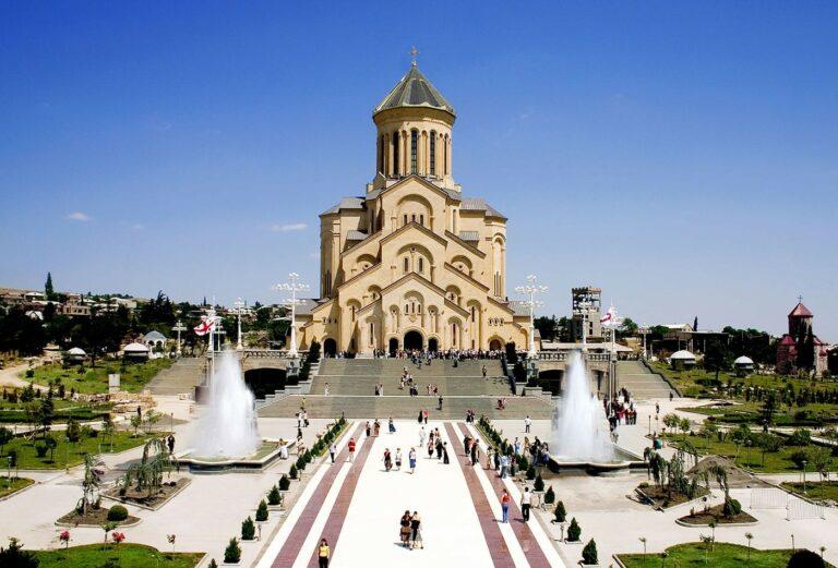 Les orthodoxes de Géorgie sont venus à l'église le jour de l'Annonciation, malgré le coronavirus