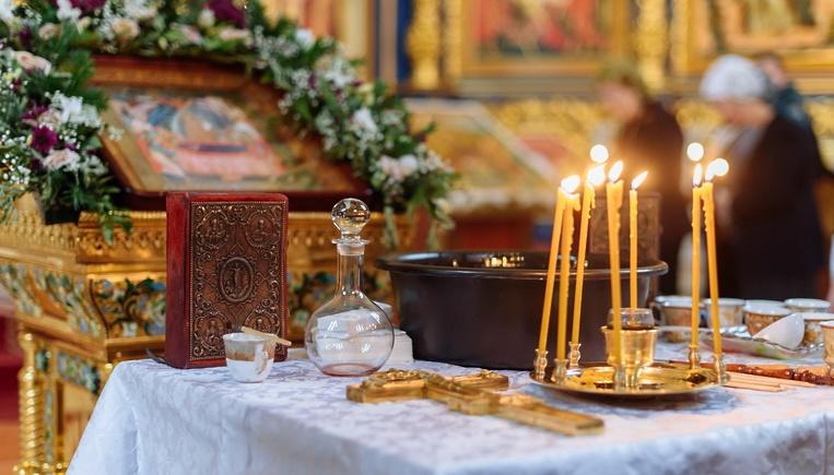 L'office des saintes huiles selon le rite raccourci établi par le Saint-Synode de l'Église orthodoxe russe