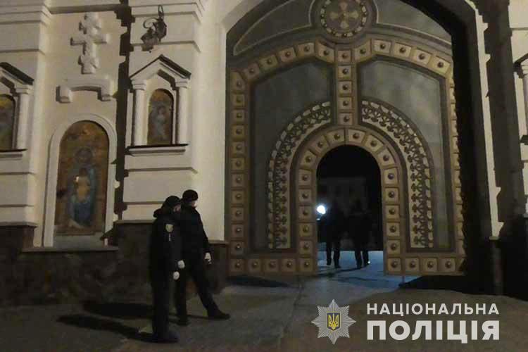 Des poursuites pénales sont engagées contre les Laures de Sviatogorsk et de Potchaïev (Ukraine) pour « violation de la quarantaine »