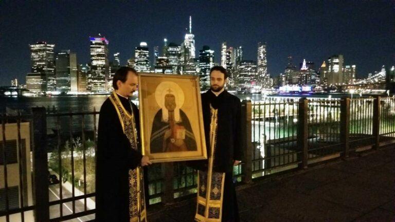 Une procession en automobile avec l'icône du saint patriarche Tikhon a été organisée à New York