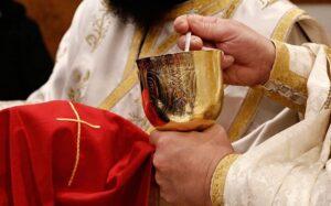 Liturgie et histoire : l'usage des cuillères de Communion en temps de pandémie