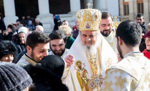 « Nous espérons que nos nous reverrons bientôt aux offices » a déclaré le patriarche de Roumanie Daniel
