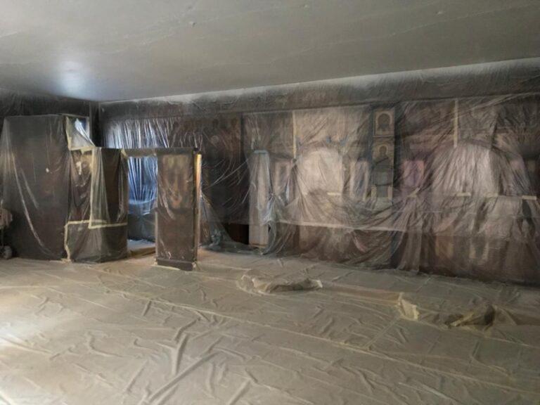 Les travaux de restauration des fresques de l'église des Trois-Saints-Hiérarques, à  Paris, ont commencé