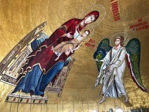 Libérées des échafaudages, les mosaïques de l'abside de la cathédrale de Bucarest sont désormais visibles
