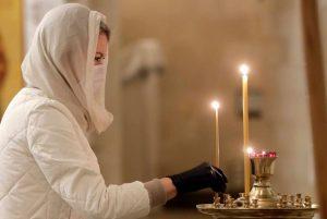 Premières liturgies publiques dans les églises de Moscou