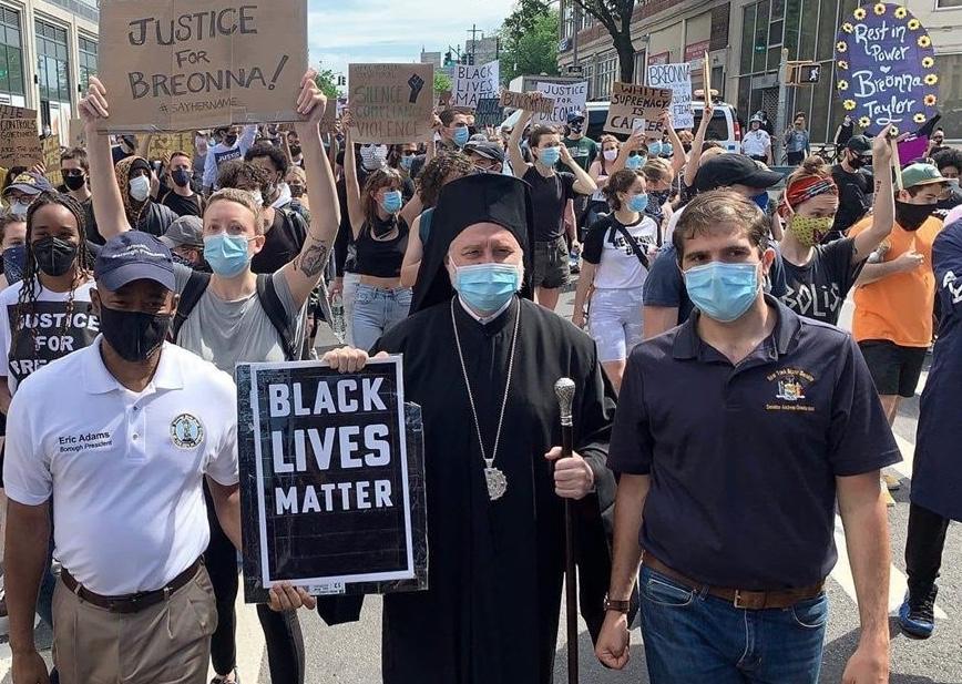 L'archevêque Elpidophore a participé à une marche contre le racisme à Brooklyn