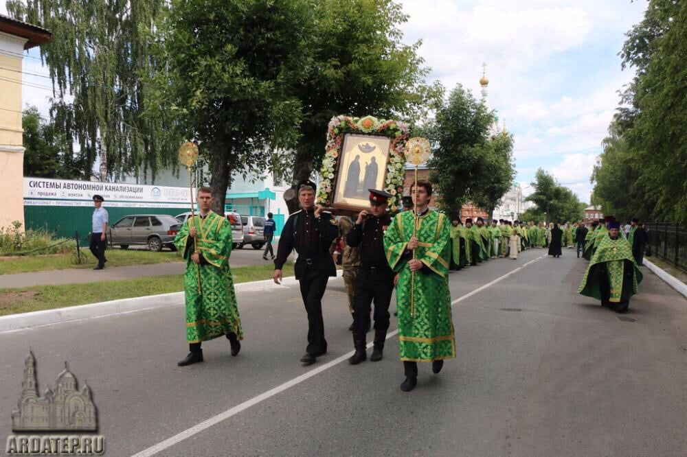 Offices solennels à Mourom pour la fête des saints princes Pierre et Fébronie