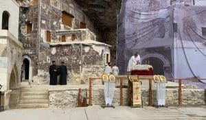 La liturgie a eu lieu au monastère de Soumela, mais en l'absence du patriarche Bartholomée