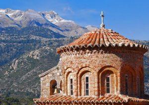 Des mesures sanitaires plus strictes sont instituées en Grèce pour les offices