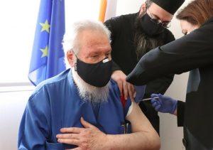 L'archevêque Chrysostome de Chypre a été vacciné contre la Covid-19