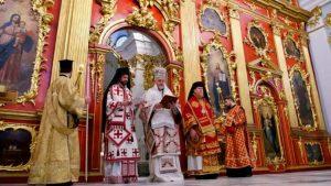 Le métropolite Emmanuel a présidé la première liturgie à l'église Saint-André de Kiev depuis 11 ans