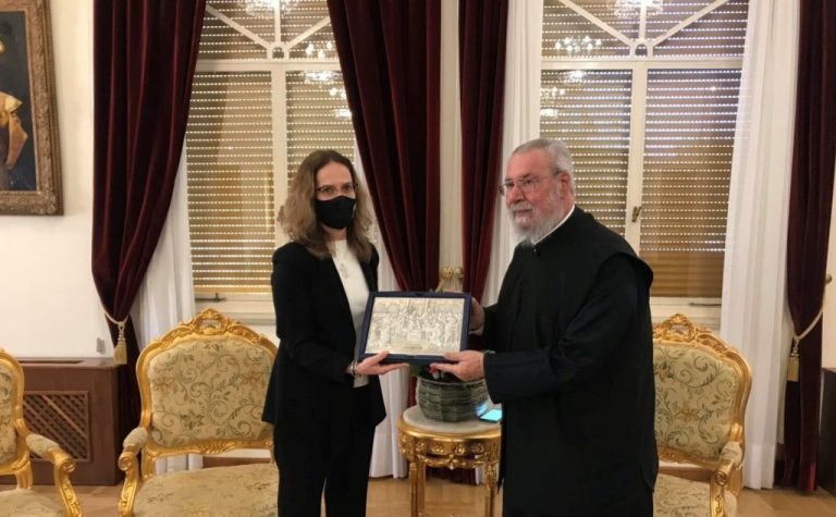 La nouvelle ambassadrice de France à Chypre a rendu visite à l'archevêque Chrysostome II