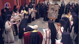 Procession au monastère athonite de Vatopedi avec l'icône miraculeuse de la Mère de Dieu pour la cessation de la pandémie