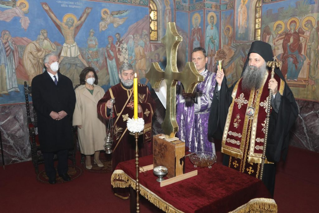 Le patriarche de Serbie Porphyre a béni la croix de la chapelle royale de Belgrade