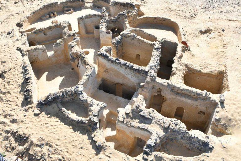 Une équipe archéologique dirigée par un Roumain a découvert le plus ancien monastère d'Égypte connu au monde