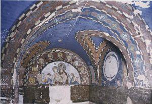 Un fait peu connu : en 1944, pour fêter Pâques, des prisonniers de guerre serbes en Alsace ont installé une chapelle dédiée à saint Sava sur le lieu de leur détention